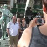 Ni barcelona podía llegar a menos ni sus concejales caciques a más.. Las estatuas de la rambla.