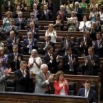 Qué apalauden estos idiotas!? Foto y lista de políticos aplaudidores; la nueva fauna que degrada al Estado..