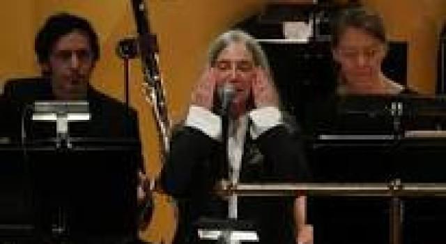 La decadencia de la contracultura pastoreada al redil. El conmovedor cuento de Patti Smith y la canción que se negó a ser cantada.